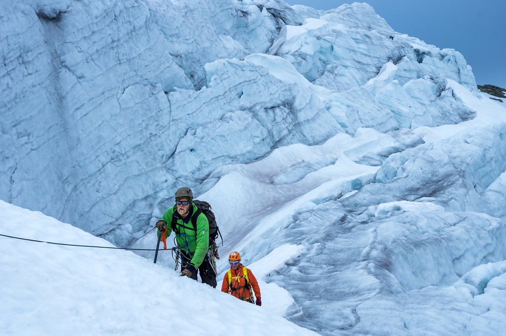 Steinar and Måns take the last steep slope up onto the snow covered glacier